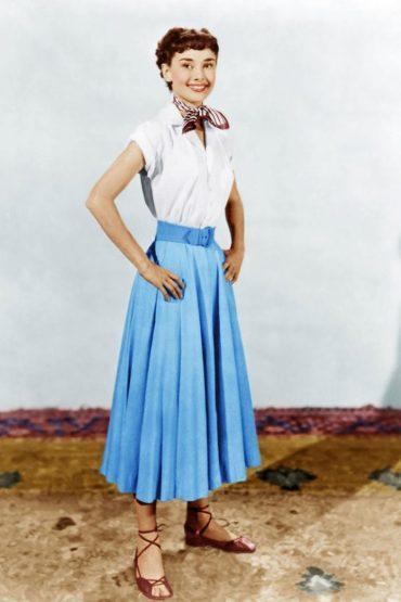 audrey-hepburn-actress-in-roman-holiday-696x1044
