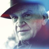 "Milan Kundera: ""Ευτυχία, είναι η λαχτάρα για επανάληψη."""