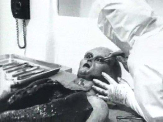 alien-autopsy-4.jpg