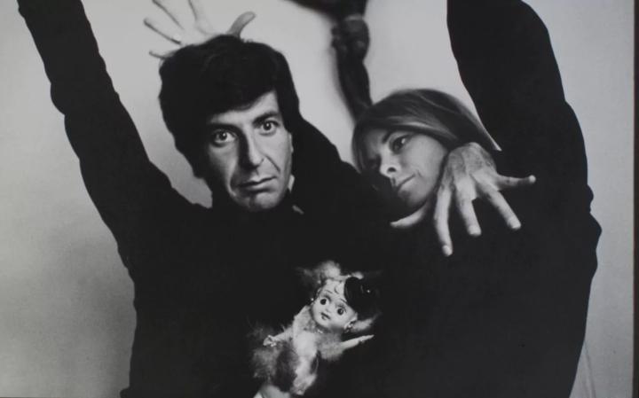 105011467_Leonard_Cohen_with_Marianne_Ihlen_in_1966-xlarge_trans++EDjTm7JpzhSGR1_8ApEWQBNEBlisMKbDX4HaYc9nX6o
