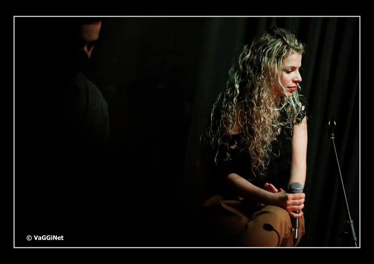"""Βιολέτα Ίκαρη: """"Το πρώτο τραγούδι που έγραψα ήταν """"Η γη της επαγγελίας"""" και ένιωσα λες και μόλις την είχα βρει."""""""