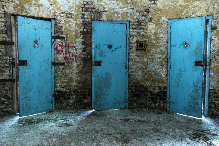 prison_15h_36_by_yanshee-d738u1u.jpg