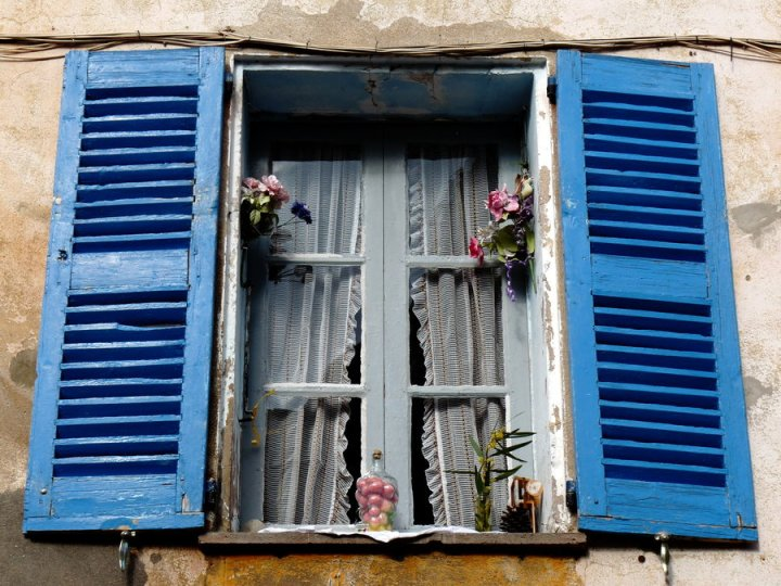 blue_window_by_dieffi-d4lhur2.jpg
