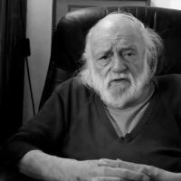 Νάνος Βαλαωρίτης (μέρος α᾽) : «Η αυτοεξορία είναι πολύ σημαντική για τον ποιητή...»