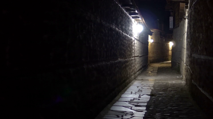 narrow-dark-street-at-night
